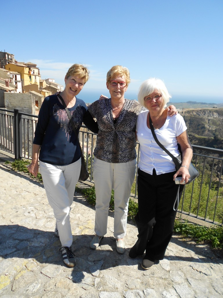 "Drie ""ladies"" in Badolato."