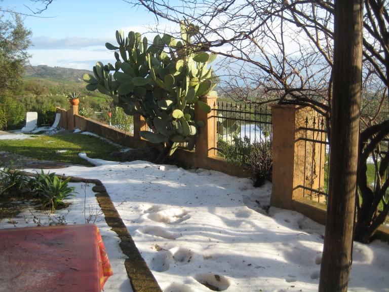 De sneeuw blijft zowaar liggen.