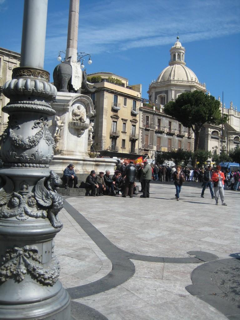 Catania, plein met standbeeld van lava olifant.